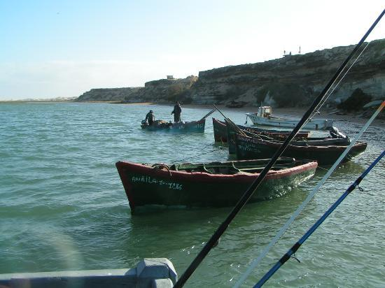 Tarfaya, Marocko: Barques sur la lagune de Naila
