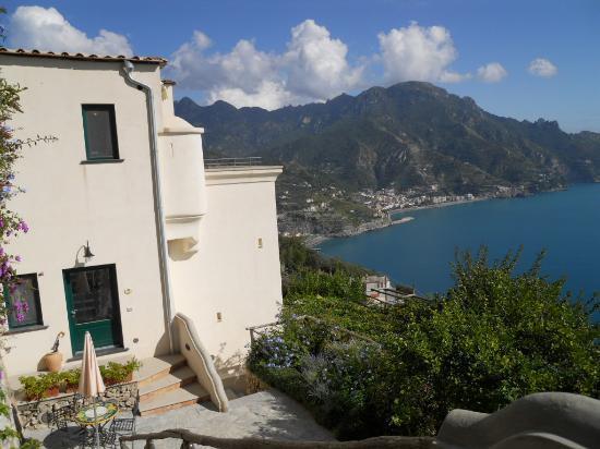 Villa San Cosma: Villa and view from garden