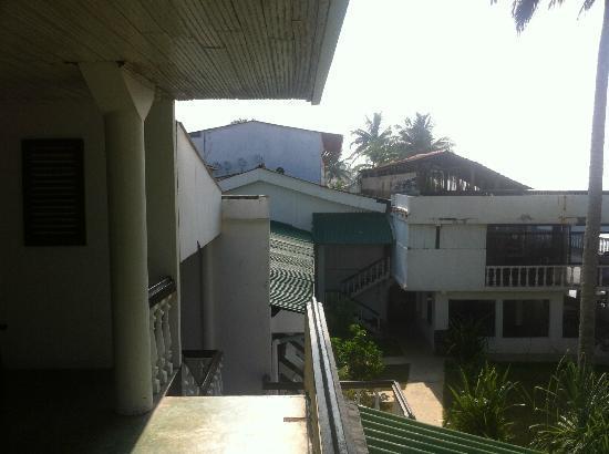 Miltons Beach Resort: Очень старый отель