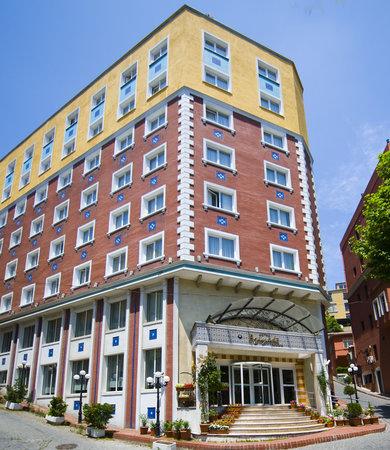 Aziyade Hotel: Hotel building