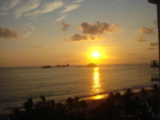 Sunscape Dorado Pacifico Ixtapa : Suncscapse Sunset from Room 1618