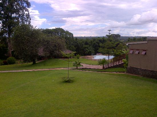Royal Solwezi Hotel: Good View, Empty Swimming Pool.