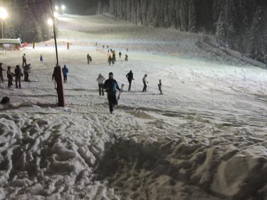 Milkhotel : night skiing on the red run outside the hotel