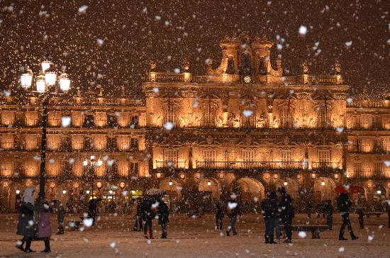 Salamanca's Plaza Mayor: at night in the snow