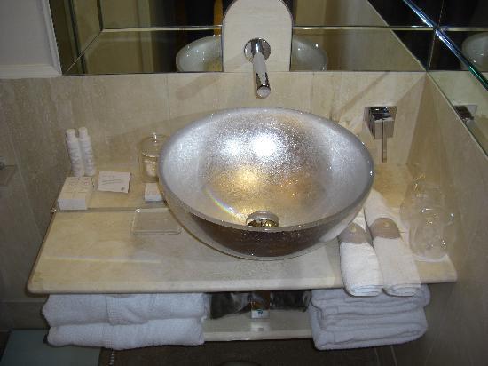 lavabo ba o moderno picture of hotel brunelleschi
