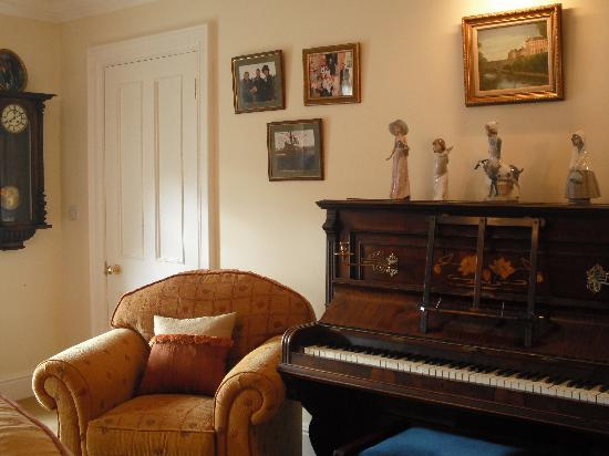 Killyliss Country House: Piano for guests use