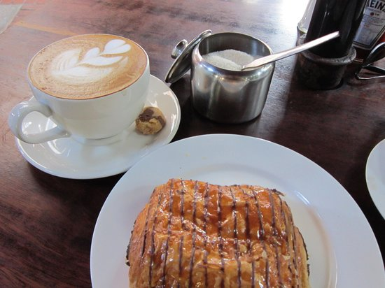 Java House: Fantastic cappuccino with pain au chocolat