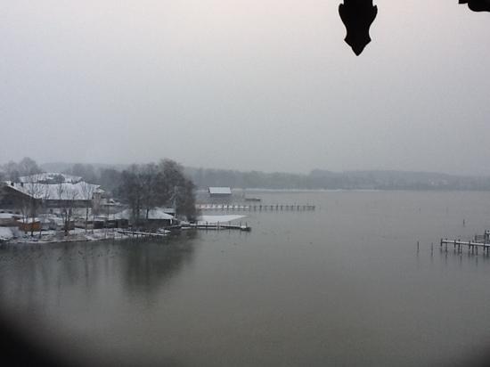SeeHotel Wassermann: Blick auf den Chiemsee aus dem Hotelzimmer