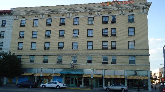 The Historic Plains Hotel: Front view of the Plains Hotel