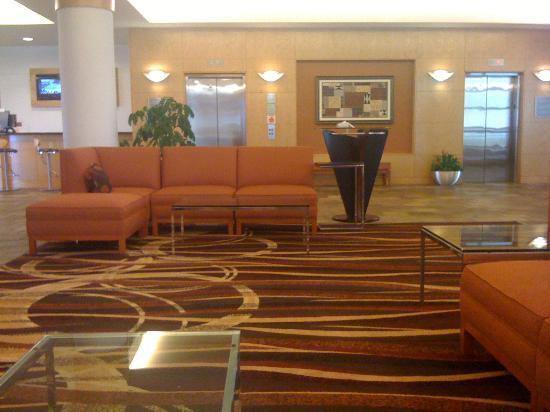 Kingsgate Marriott Conference Center at the University of Cincinnati : Lobby facing elevator