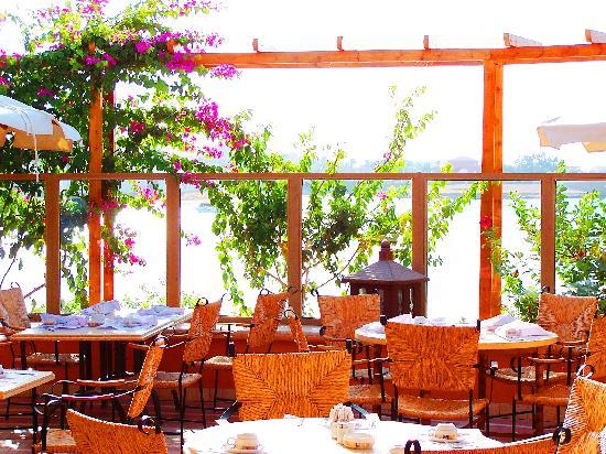 Hotel Sultan Bey Resort: Restaurant terrace