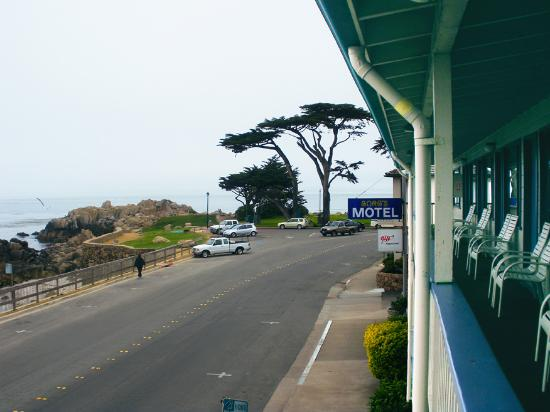 Borg's Ocean Front Motel: The view towards East from Borg's Motel, Monterey area