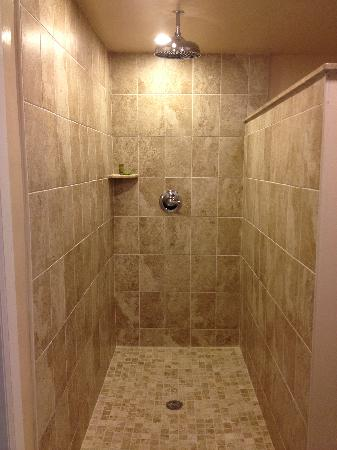 The Freeport Inn and Marina: Deluxe Bathroom Rain Shower