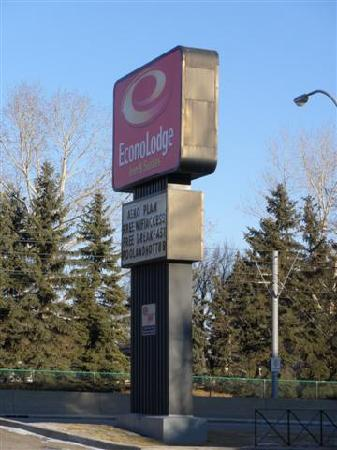 Econo Lodge Inn & Suites University : Econo Lodge sign