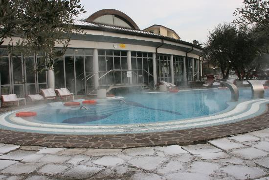 Petrarca Hotel Terme: piscine by day