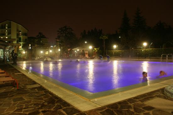Petrarca Hotel Terme: piscine by night