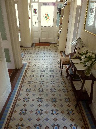 Derrin Guest House B&B: Entrance hall with original tiles.