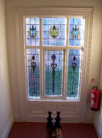 Derrin Guest House B&B: Stained glass in hall