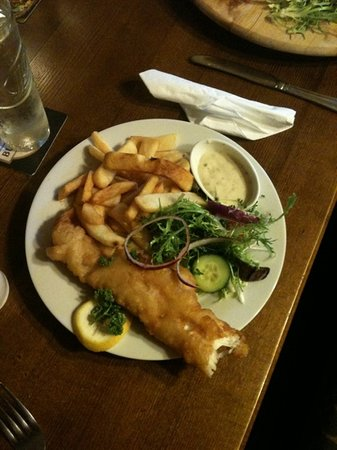 The Westbury Inn Pub: fish n chips freshly made even the Tartare sauce