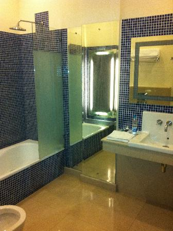 The Residency Hotel: a real bathroom!