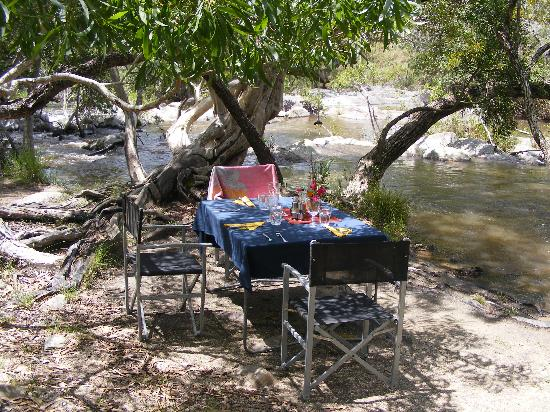 Touring Cairns 4WD Escapes: Lunch near swimming hole