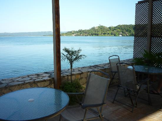 Dona Goya Cafe and Bar: Patio with lake view