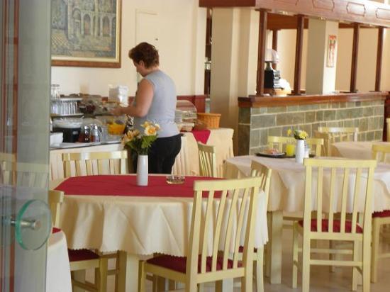 Soleil Hotel: Breakfast lounge