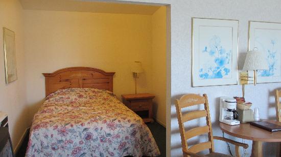 San Simeon Lodge: queen bed 2