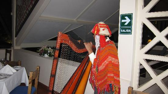 Alma Restaurante & Bar: local musician