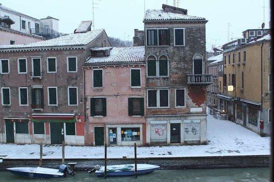 Le Guglie Bed & Breakfast: snow during the carnival