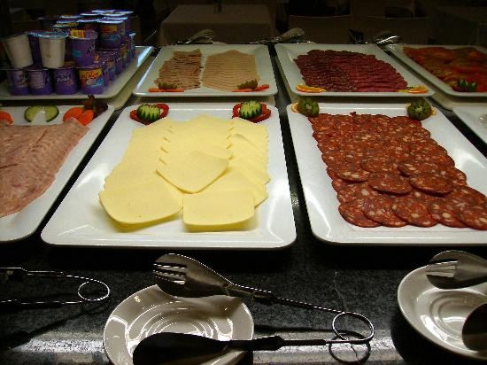 Hotel Deloix Aqua Center : Cold meats at breakfast