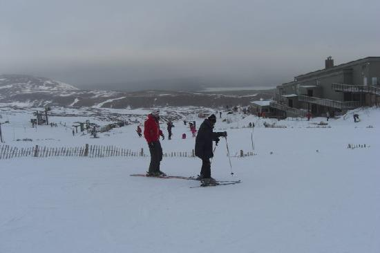 G2 Outdoor - Day Activities: Skiing with instructor