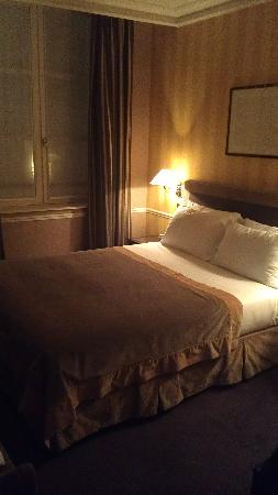 Victoires Opera Hotel : Room on fourth floor