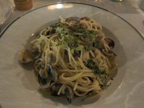 Trübli: Pasta with clams