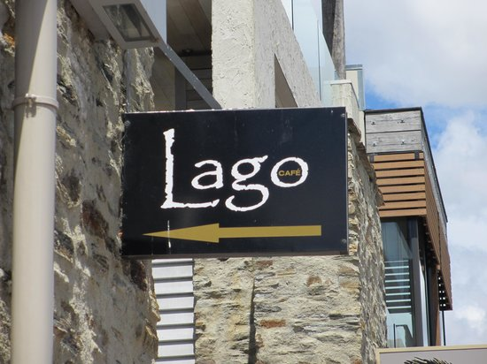 Cafe Lago : Located on the main street across from lake