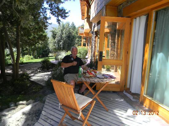 Antuquelen Hosteria Patagonica: Picadita en el deck