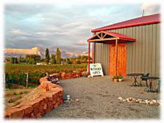 Whitewater Hill Vineyards: Winery & Tasting Room