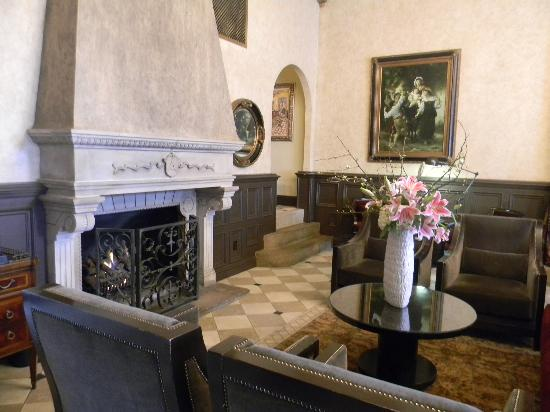 Ambassador Hotel Tulsa, Autograph Collection: The inviting fireplace in the lobby.
