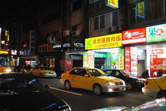 King Shi Hotel: outside the hotel
