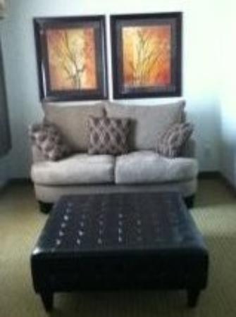 Ramada Olds: Cozy Sitting Area