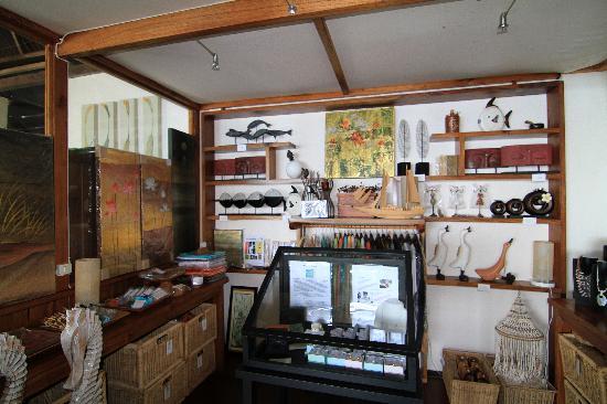 Bunaken Cha Cha Nature Resort: Cha Cha Shop