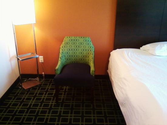 Fairfield Inn & Suites Rockford: Chair in room