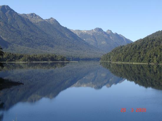 Los Manzanos Cabanas: lago espejo