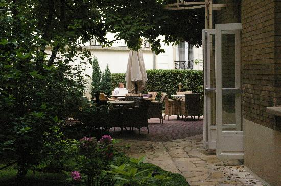 Hotel Magellan: The Courtyard
