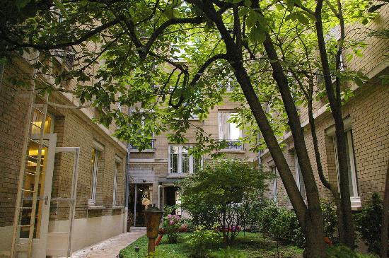 Hotel Magellan: Another courtyard view