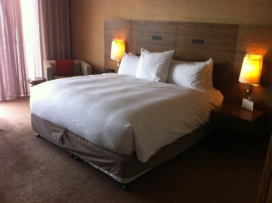 Hilton Melbourne South Wharf: Comfy bed - a bit warm though!
