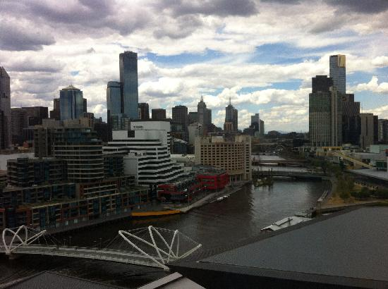 Hilton Melbourne South Wharf: Great view - excellent block out curtains too!