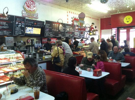 Clear River Pecan Bakery, Sandwiches and Ice Cream: A peek inside the diner