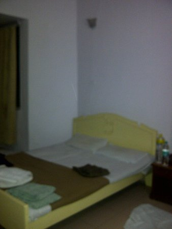 Vincy Beach Resort: the bed