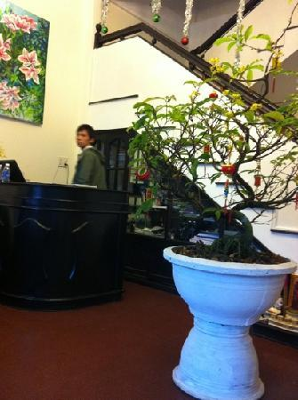 Jade Hotel: front desk